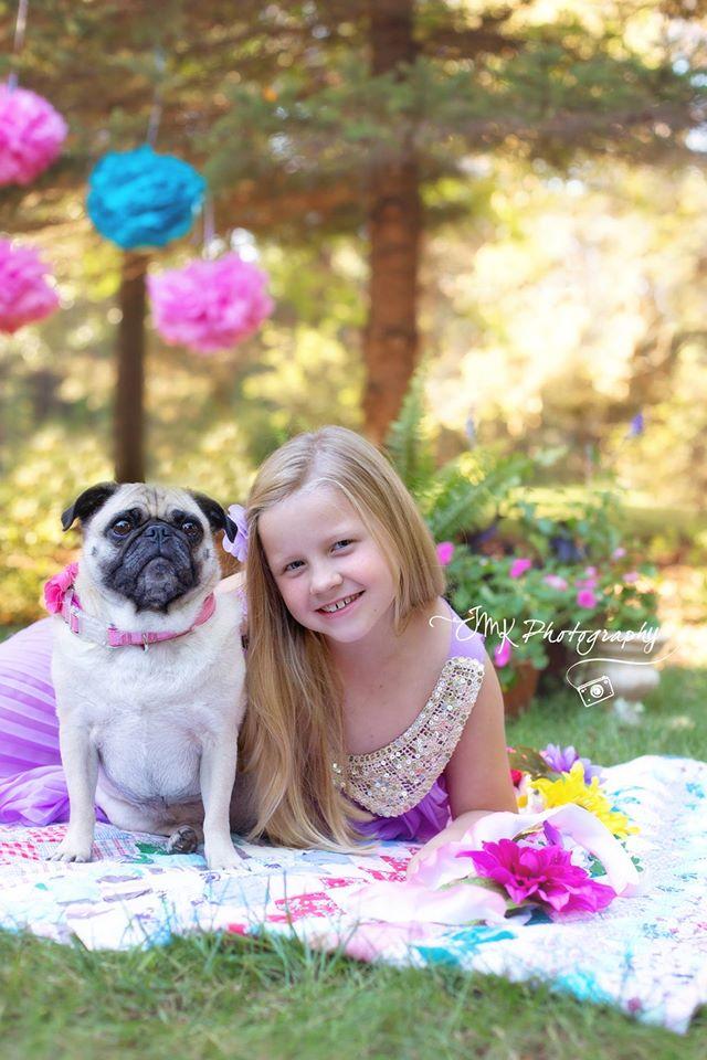 girl-with-pug